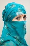 Frau im burqa mit Tilaka lizenzfreie stockfotografie