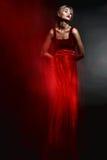 Frau im eleganten roten Kleid Stockfotos