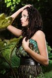 Frau im Geheimnisgarten Lizenzfreie Stockfotos