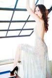Frau im glänzenden Kleid Lizenzfreies Stockbild