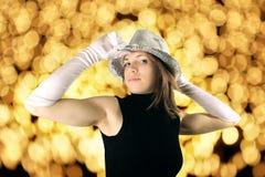Frau im glänzenden Partyhut Stockfotos