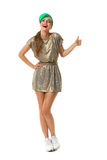 Frau im Gold Mini Dress Showing Thumb Up Lizenzfreies Stockfoto