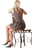 Frau im Grau weg gedreht Stockfotos