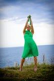 Frau im grünen Kleid Stockbilder