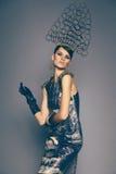 Frau im Headwear mit Spitzen Stockfoto