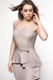 Frau im hellen Kleid Lizenzfreies Stockfoto