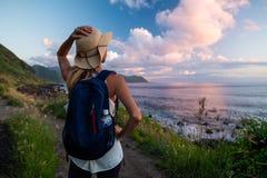Frau im Hut lizenzfreies stockfoto