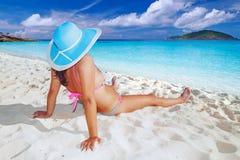 Entspannung an den Feiertagen in dem Meer Stockbild