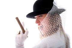 Frau im Hut mit vail, Ring und Zigarre Lizenzfreie Stockfotos