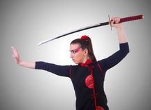 Frau im japanischen Kampfkunstkonzept Lizenzfreies Stockbild