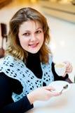 Frau im Kaffee Lizenzfreies Stockbild