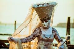 Frau im Karnevalskostüm Lizenzfreie Stockbilder