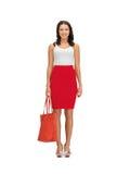Frau im Kleid mit einer Tasche lizenzfreie stockfotografie