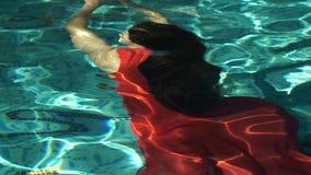 Frau im Kleid Unterwasser stock video footage