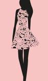 Frau im Kleid von den Wörtern Lizenzfreie Stockfotos