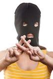 Frau im Kopfschutz, der Gefängnis- oder Gefängnisfinger zeigt Stockfoto