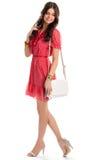 Frau im kurzen roten Kleid Lizenzfreie Stockfotos