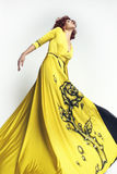 Frau im langen Kleid Lizenzfreies Stockfoto