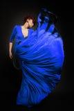Frau im langen Kleid Lizenzfreie Stockfotografie