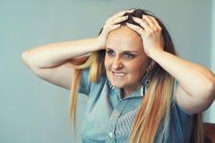 Frau im Leid lizenzfreies stockfoto