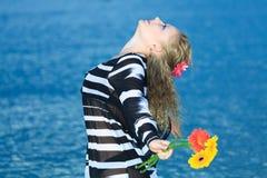 Frau im Meer Lizenzfreie Stockbilder