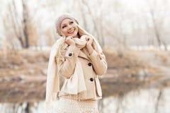 Frau im Park Lizenzfreies Stockfoto