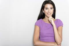 Frau im purpurroten Kleid Stockbilder