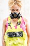 Frau im Respirator Lizenzfreie Stockfotos