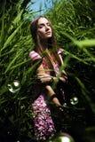 Frau im rosa Kleid mit Blasen Lizenzfreie Stockfotografie