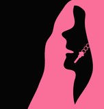 Frau im Rosa und im Schwarzen Lizenzfreie Stockbilder