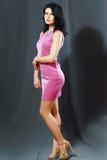 Frau im rosafarbenen Kleid Lizenzfreie Stockfotografie
