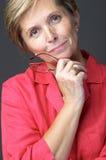 Frau im roten Hemd Stockfotografie