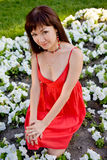 Frau im roten Kleid stockfotos