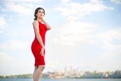 Frau im roten Kleid Lizenzfreie Stockbilder