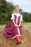 Frau im russischen traditionellen Kostüm Lizenzfreie Stockbilder
