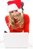 Frau im Sankt-Hut mit Laptop Lizenzfreies Stockbild