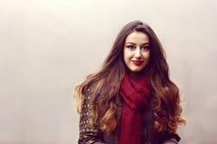 Frau im schönen Herbstpark, Konzeptherbst Lizenzfreies Stockfoto