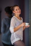 Frau im schönen Kleid Stockfotografie