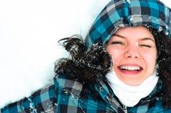 Frau im Schnee stockfoto