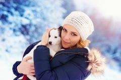 Frau im Schnee Lizenzfreie Stockfotografie