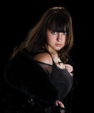 Frau im schwarzem Pelzhut und -mantel lizenzfreies stockbild