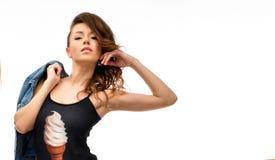 Frau im schwarzen Bodysuit lizenzfreies stockbild