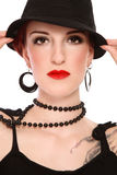Frau im schwarzen Hut lizenzfreies stockbild