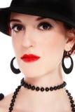Frau im schwarzen Hut stockbilder