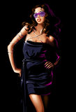 Frau im schwarzen Kleid Stockbild