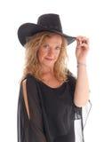 Frau im schwarzen Kleid und im Hut Lizenzfreies Stockfoto