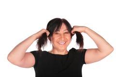Frau im Schwarzen stellt Hecks her lizenzfreie stockfotografie