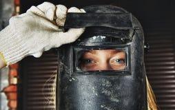 Frau im Schweißer Stockfotografie