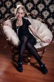 Frau im Sessel Stockfotos