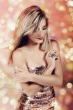 Frau im silbernen Kleid Lizenzfreies Stockfoto